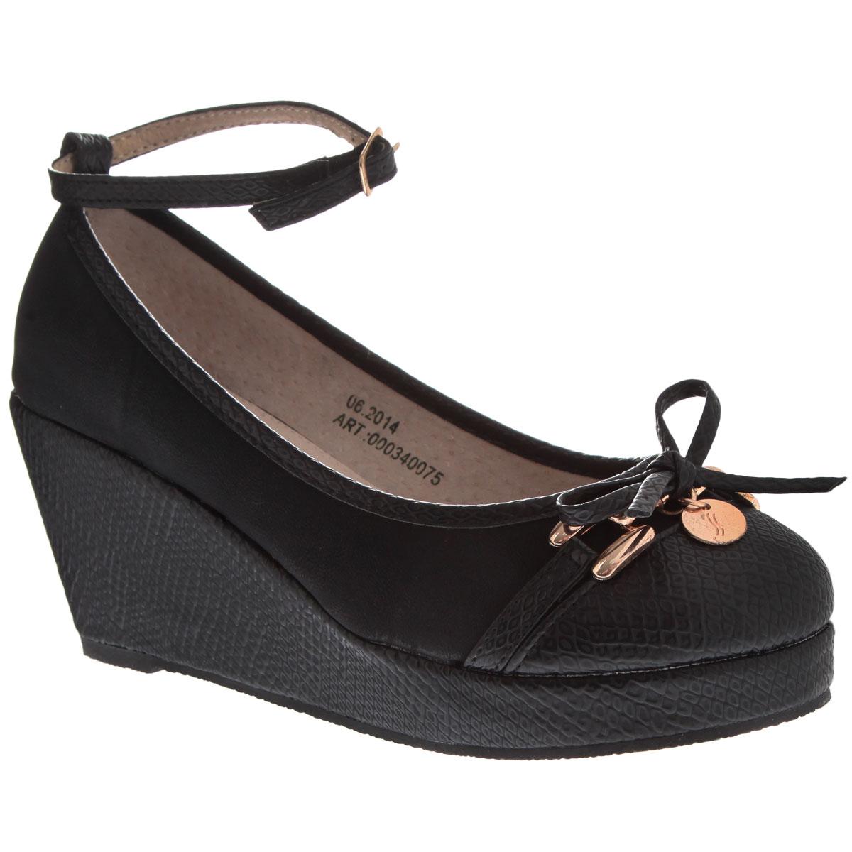 Туфли для девочки Аллигаша, цвет: черный. 000340075. Размер 34000340075Симпатичные модные туфли для девочки от торговой марки Аллигаша придутся по вкусу юным модницам. Модель выполнена из высококачественной искусственной кожи с тиснением под рептилию и искусственного нубука. Мыс украшен аккуратным бантиком и стильной фурнитурой. Подклад и стелька выполнены из натуральной кожи.Изящный съемный ремешок позволяет использовать данную модель, как с ним, так и без него. Туфли на танкетке и не большой платформе очень комфортны и удобны в носке. Эти туфли созданы для стильных юных модниц!