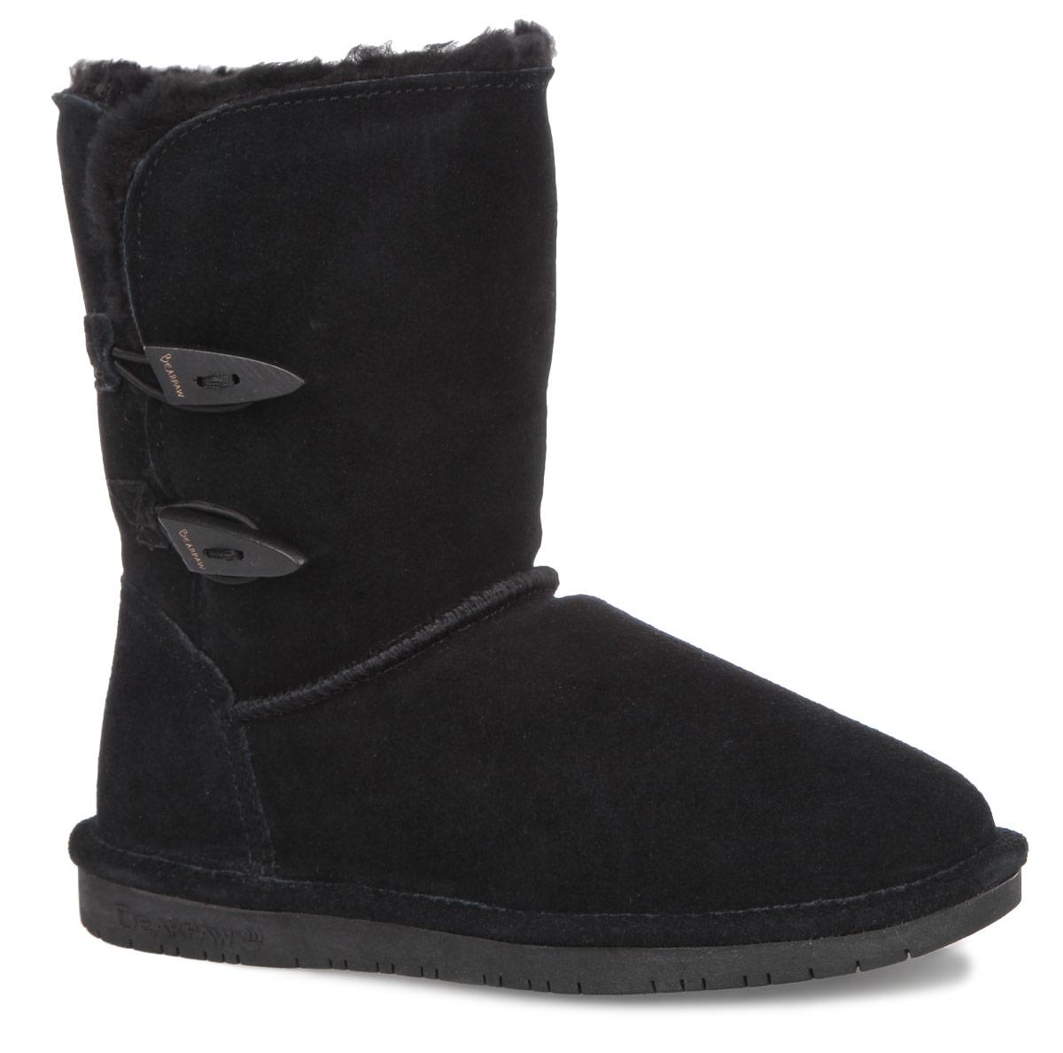 Угги женские Bearpaw Abigail, цвет: черный. 682W. Размер 6 (36)682WМодные угги Bearpaw Abigail не позволят вашим ногам замерзнуть. Обувь выполнена изнатуральной замши и оформлена крупными декоративными швами, на заднике - текстильнойнашивкой с названием и логотипом бренда. Изюминка модели - деревянные пуговицы, которые застегиваются на эластичные петельки. Подкладка и стелька, выполненные из натуральной овечьей шерсти, подарят вашим ногам комфорт и уют. Подошва с рифлением в виде фирменного рисунка обеспечивает отличное сцепление на скользкой поверхности. Стильныеугги займут достойное место среди вашей коллекции обуви. В них вашим ногам будеткомфортно и уютно.