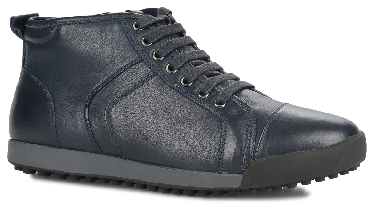 Ботинки мужские Vitacci, цвет: синий. M23095. Размер 42M23095Стильные мужские ботинки от Vitacci отличный вариант на каждый день. Модельвыполнена из натуральной кожи. Подкладка и стелька - из мягкого ворсина защитят ноги от холода и обеспечат комфорт. Классическая шнуровка надежно фиксирует модель на ноге. Задник изделия украшен наружным ярлычком. Ботинки застегиваются на застежку-молнию, расположенную сбоку. Подошва из термополиуретана с рельефным протектором обеспечивает отличное сцепление на любой поверхности. В этих ботинках вашим ногам будет комфортно и уютно. Они подчеркнут ваш стиль и индивидуальность.