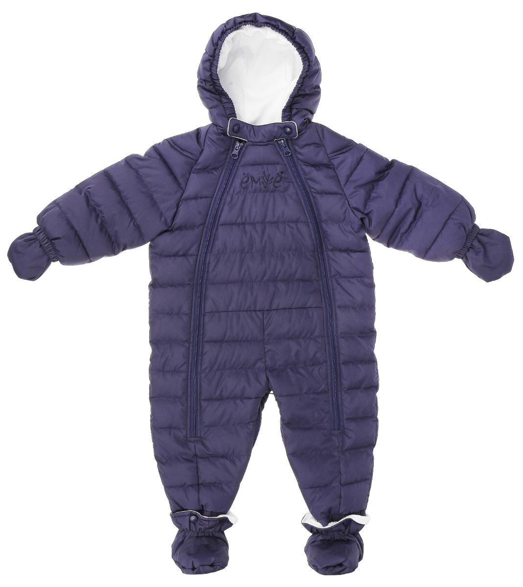 Комбинезон-трансформер детский Ёмаё, цвет: темно-синий. 22-102. Размер 22 (74)22-102Комбинезон-трансформер Ёмаё идеально подойдет для ребенка в холодное время года. Модель, изготовленная из водоотталкивающей ткани, утеплена синтепухом - 100% полиэстером, а для максимального комфорта на подкладке используется натуральный хлопок. Стеганый комбинезон с капюшоном и рукавами-реглан застегивается на две длинные пластиковые застежки-молнии, благодаря которым, его легко надевать и снимать. Планка в верхней части фиксируется на кнопки. Низ рукавов дополнен теплыми рукавичками на текстильной веревочке, которые можно при желании снять. К низу штанин с помощью металлических кнопок крепятся утепленные пинетки. Благодаря удобной системе молний на брючинах комбинезон можно трансформировать в конверт с рукавами. На груди модель оформлена вышивкой в виде названия бренда. В таком комбинезоне вашему ребенку всегда будет тепло и уютно.