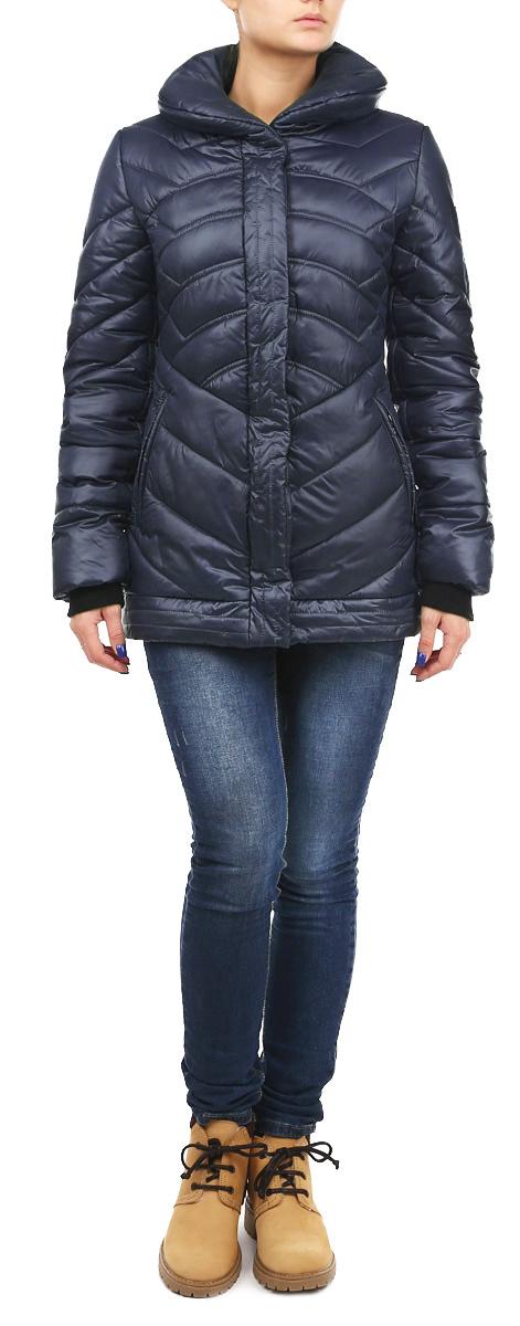 Куртка женская Grishko, цвет: темно-синий. AL-2635. Размер 46AL-2635Теплая женская куртка Grishko с эффектной декоративной отстрочкой согреет вас в прохладное время года. Модель с длинными рукавами и отложным воротником имеет наполнитель из 100% холлофайбера. Холлофайбер - утеплитель, который отличается повышенной теплоизоляцией, антибактериальными свойствами, долговечностью в использовании, и необычайно легок в носке и уходе.Модель застегивается на застежку-молнию спереди и оснащена ветрозащитным клапаном на кнопках. Куртка дополнена двумя втачными карманами на молниях спереди, рукава оснащены трикотажными манжетами.Эта модная и в то же время комфортная куртка - отличный вариант для прогулок, она подчеркнет ваш изысканный вкус и поможет создать неповторимый образ.