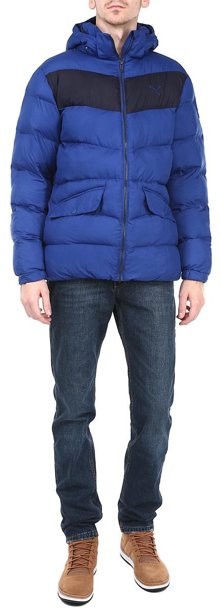 Куртка мужская Puma, цвет: синий, черный. 83380715. Размер XXL (52/54)83380715Утепленная мужская куртка Puma подчеркнет вашу индивидуальность и обеспечит защиту от всевозможных погодных условий. Куртка со съемным капюшоном и воротником-стойкой застегивается на пластиковую застежку-молнию с защитой подбородка. Капюшон пристегивается с помощью металлических. Для большего комфорта подкладка воротника дополнена теплым мягким флисом. Спереди модель дополнена двумя прорезными карманами, закрывающимися клапаном на металлические кнопки. С изнаночной стороны имеется прорезной карман без застежки. Манжеты и низизделия дополнены эластичными резинками, препятствующими проникновению холодного воздуха. На груди модель оформлена логотипом бренда.Эта утепленная стильная куртка послужит отличным дополнением к вашему гардеробу!