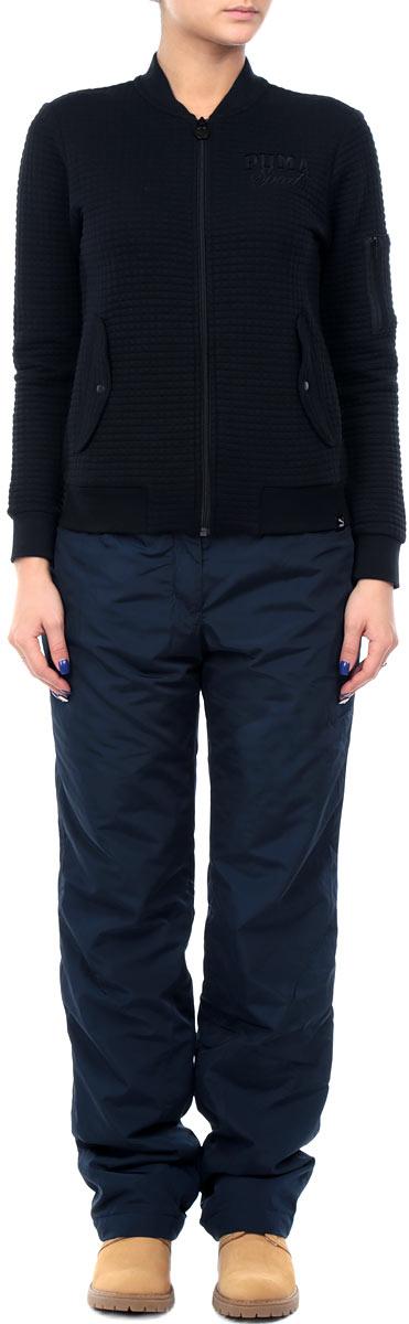 Брюки женские Finn Flare, цвет: темно-синий. W15-12008_101. Размер XS (42)W15-12008_101Утепленные женские брюки Finn Flareсвободного покроя, изготовленные из воздухопроницаемого материала, позволят вам чувствовать себя комфортно в холодную погоду. Современный дизайн, созданный специально для девушек, которые ценят стиль.На поясе изделие застегивается на ширинку с молнией и кнопку, имеются шлевки для ремня. Спереди изделие дополнено двумя втачными карманами.Брюки подарят комфорт и тепло и позволят наслаждаться зимними видами спорта и активным отдыхом.