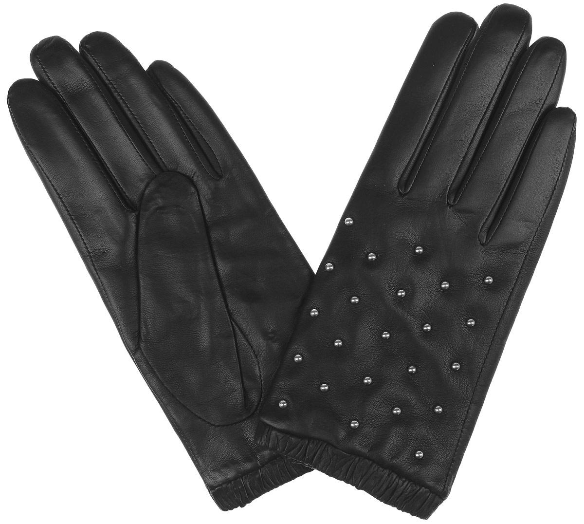 Перчатки женские Fabretti, цвет: черный. 2.65-1 black. Размер 72.65-1 blackМодные женские перчатки Fabretti выполнены из кожи эфиопского ягненка, а их подкладка - из шерсти с добавлением кашемира. Лицевая сторона украшена металлическими хольнитенами. Манжеты оснащены эластичными резинками для оптимальной посадки модели на руке.Перчатки станут завершающим и подчеркивающим элементом вашего стиля инеповторимости.