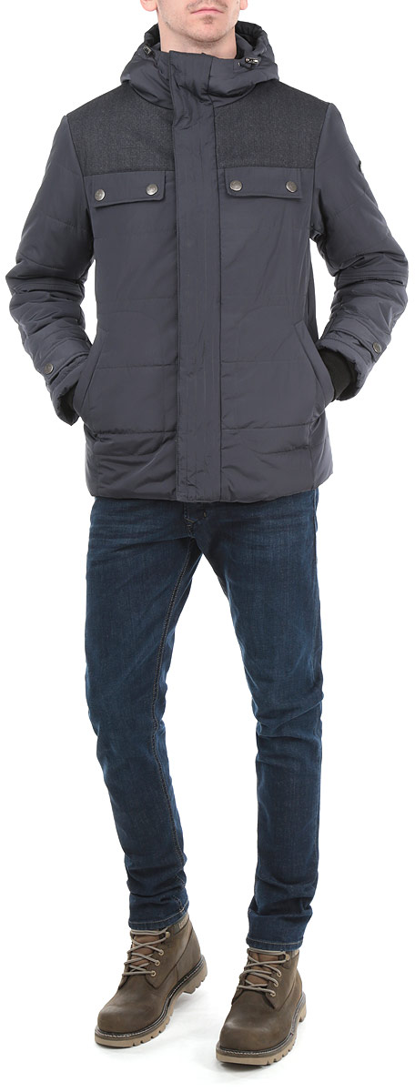 Куртка мужская Grishko, цвет: темно-серый. AL-2657. Размер 46AL-2657Стильная мужская куртка Grishko с текстильными вставками, выполненная из высококачественных материалов, обеспечит максимальный комфорт при различных погодных условиях. Изделие с несъемным капюшоном и длинными рукавамизастегивается на пластиковую застежку-молнию и дополнительно ветрозащитной планкой на металлические кнопки. Спереди модель дополнена четырьмя прорезными карманами на кнопках. На внутренней стороне модель дополнена одним втачным и одним нашивным карманом на кнопке. Горловина и рукава изделия дополнены текстильными резинками. Капюшон дополнен внутренней эластичной резинкой на стопперах. На манжетах имеются хлястика на кнопках.Эта стильная куртка послужит отличным дополнением к вашему гардеробу!