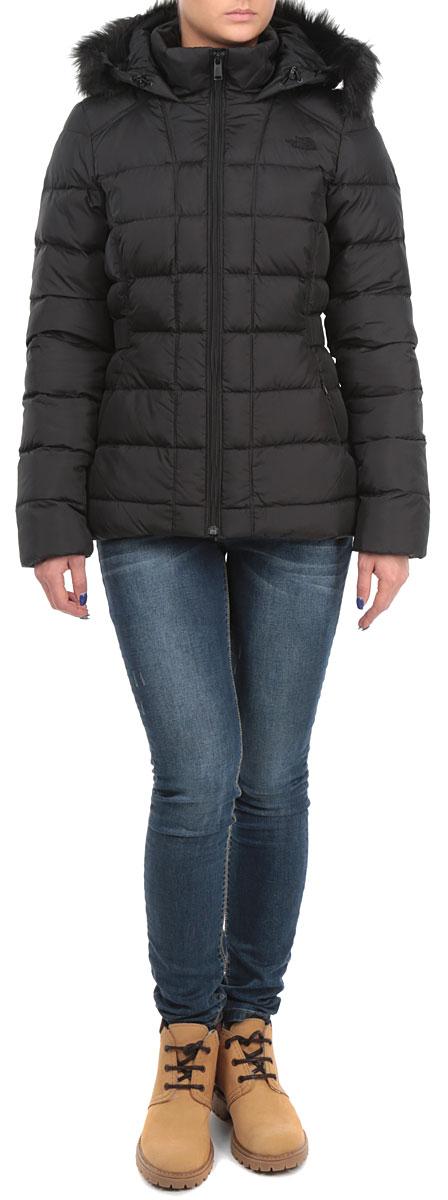 Куртка женская The North Face Gotham Jacket, цвет: черный. T0CX66KX7. Размер XS (40/42)T0CX66KX7Стильная женская куртка The North Face Gotham Jacket, выполненная из высококачественных материалов, обеспечит максимальный комфорт при различных погодных условиях. Изделие приталенного силуэта с воротником-стойкой и длинными рукавамизастегивается на пластиковую застежку-молнию по всей длине. Утепленный капюшон имеет съемную оторочку из искусственного меха. Спереди модель дополнена двумя втачными карманами со скрытыми молниями. Модель оформлена эффектной стежкой. Эта теплая куртка послужит отличным дополнением к вашему гардеробу!