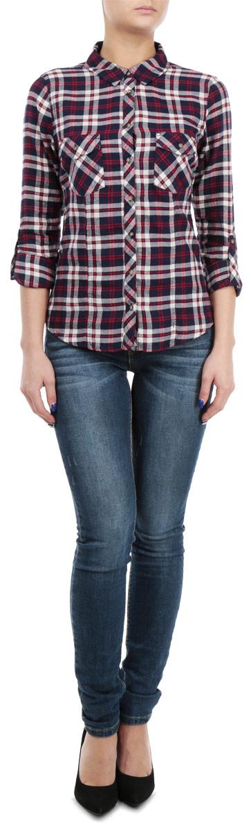Рубашка женская Tally Weijl, цвет: синий, красный, бежевый. SBLCOCAROLI1 EMAZ/BLUBGE006. Размер XS (42)SBLCOCAROLI1 EMAZ/BLUBGE006Женская рубашка Tally Weijl, выполненная из высококачественного 100% хлопка, обладает высокой теплопроводностью, воздухопроницаемостью и гигроскопичностью, позволяет коже дышать, тем самым обеспечивая наибольший комфорт при носке.Модель классического кроя с отложным воротником застегивается на пуговицы. Длинные рукава рубашки дополнены манжетами на пуговицах. На груди расположены два накладных кармана, закрывающиеся клапанами на пуговицах. Рубашка оформлена актуальным принтом в клетку.Такая рубашка подчеркнет ваш вкус и поможет создать великолепный стильный образ.