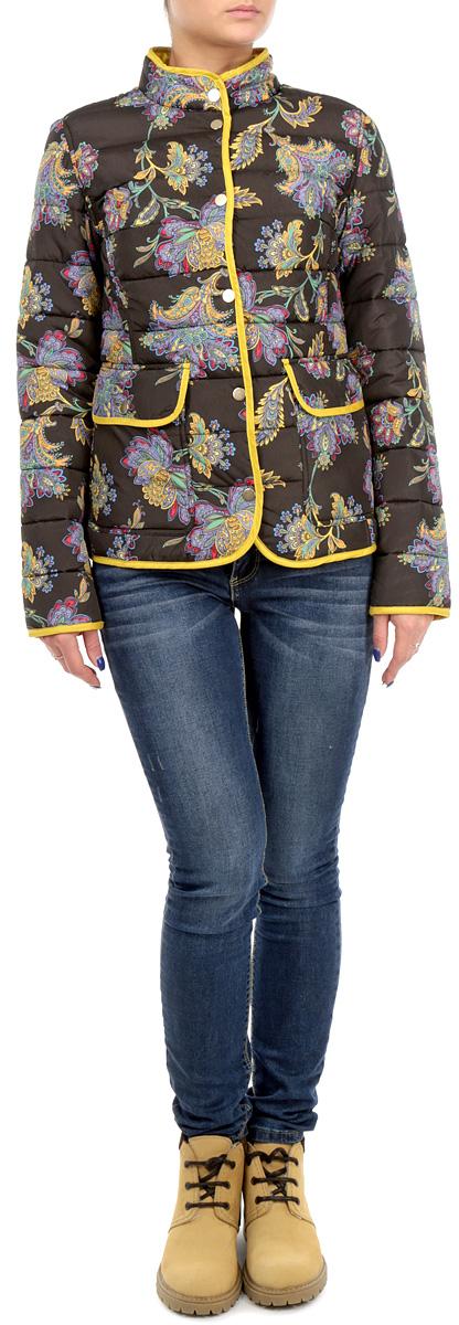 Куртка женская Baon, цвет: темно-коричневый, желтый. B035505_DARK CHOCOLATE PRINTED. Размер S (44)B035505/B035605_DARK CHOCOLATE PRINTEDСтильная женская куртка Baon, выполненная из 100%-го полиэстера, отлично подойдет для прохладной погоды. Модель приталенного силуэта с воротником-стойкой и длинными рукавами застегивается на металлические кнопки по всей длине.Спереди модель дополнена двумя нашивными карманами с клапанами на кнопках. Изделие декорировано ярким цветочным принтом.Эта модная куртка послужит отличным дополнением к вашему гардеробу.
