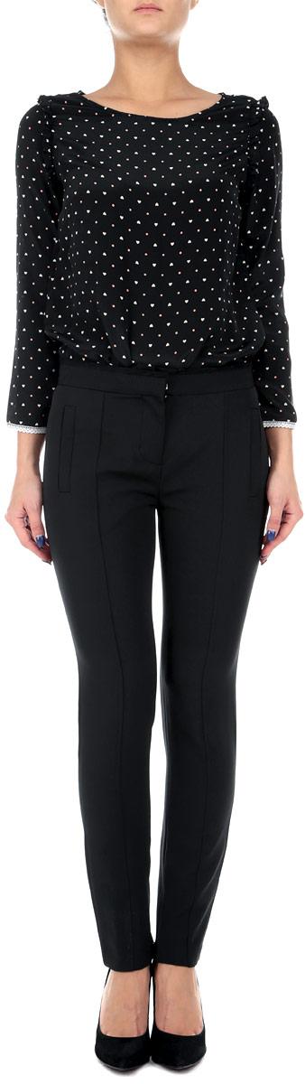 Брюки женские Baon, цвет: черный. B295536. Размер L (48)B295536Стильные женские брюки Baon, выполненные из эластичного полиэстера, великолепно дополнят ваш образ и позволят подчеркнуть свой неповторимый стиль. Модель стандартной посадки и прямого кроя застегивается на ширинку на застежке-молнии, а также два крючка и пуговицу на поясе. Изделие дополнено двумя втачными карманами спереди и двумя втачными карманами сзади. Штанины оснащены декоративными застежками-молниями внизу.Эти модные и в тоже время комфортные брюки послужат отличным дополнением к вашему гардеробу. В них вы всегда будете чувствовать себя уютно и уверенно.