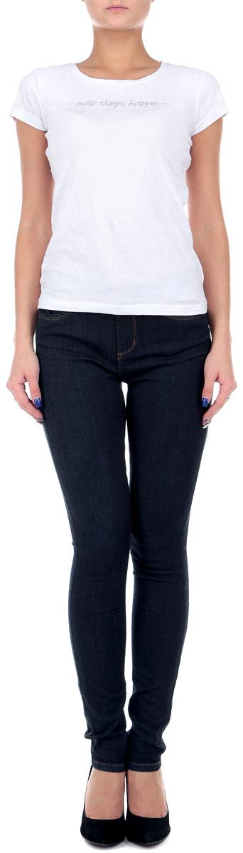 Джинсы женские Tally Weijl, цвет: темно-синий. SPADEGAGAMR2 EHB/BLU035. Размер 36 (42)SPADEGAGAMR2 EHB/BLU035Незаменимая модель в гардеробе любой девушки, это стильные женские джинсы-скинни Tally Weijl. Они созданы специально для того, чтобы подчеркивать достоинства вашей фигуры. Модель зауженного кроя и средней посадки станет отличным дополнением к вашему современному образу. Джинсы застегиваются на пуговицу в поясе и ширинку на застежке-молнии. Шлевки для ремня слегка удлинены. Джинсы имеют классический пятикарманный крой: спереди модель дополнена двумя втачными карманами с закругленным срезом и одним маленьким накладным кармашком, а сзади - двумя накладными карманами. Изделие оформлено контрастной отстрочкой.Эти модные и в тоже время комфортные джинсы послужат отличным дополнением к вашему гардеробу. Такую вещь можно надеть в любой ситуации: на прогулку или на вечеринку, на свидание или на работу.