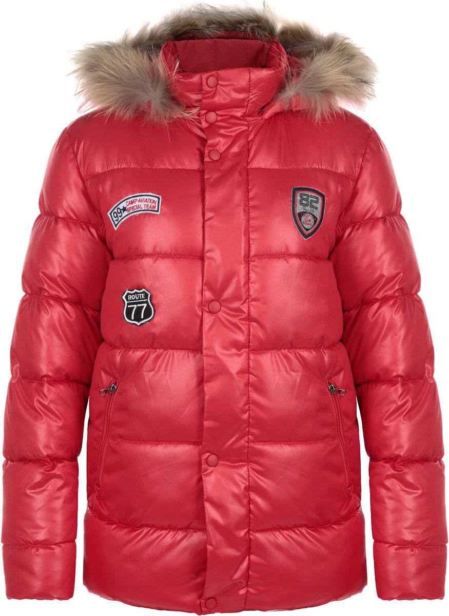 Куртка для мальчика Boom!, цвет: красный. 63107_BOB_вар.3. Размер 146, 10-11 лет63107_BOB_вар.3Теплая куртка для мальчика Boom! идеально подойдет вашему ребенку в холодную погоду. Модель изготовлена из водонепроницаемой и ветрозащитной ткани, на подкладке из полиэстера с добавлением вискозы. В качестве утеплителя используется синтепон (Flexy Fiber), благодаря чему она необычайно мягкая и приятная на ощупь, не сковывает движения и позволяет коже дышать, не раздражает даже самую нежную и чувствительную кожу ребенка, обеспечивая ему наибольший комфорт. Большая часть подкладки выполнена из теплого мягкого флиса. Куртка с капюшоном и воротником-стойкой застегивается на пластиковую застежку-молнию и дополнительно имеет внешнюю ветрозащитную планку на кнопках. Капюшон, по краю дополненный скрытой резинкой со стопперами, не отстегивается и оформлен съемной опушкой из натурального меха енота. Пристегивается опушка с помощью кнопок. Рукава имеют широкие трикотажные манжеты. Спереди модель дополнена двумя прорезными кармашками на молниях. Внутри куртки предусмотрена специальная эластичная вставка на кнопках, защищающая от снега и ветра. Оформлено изделие нашивками. Светоотражающие элементы не оставят вашего ребенка незамеченным в темное время суток. В такой куртке вашему ребенку будет тепло и комфортно!