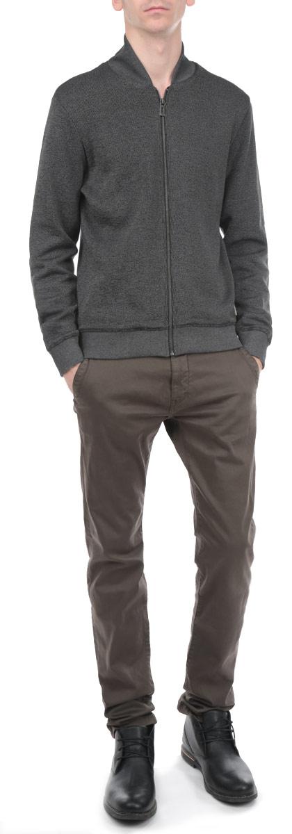 Кофта мужская Tom Tailor, цвет: серый. 2529576.00.10_2652. Размер S (46)2529576.00.10_2652Стильная мужская кофта Tom Tailor, выполненная из высококачественного хлопка с добавлением полиэстера, идеально впишется в ваш гардероб и согреет вас в прохладные дни. Модель с V-образным вырезом горловины и длинными рукавами.застегивается на металлическую застежку-молнию по всей длине. Эта стильная кофта подарит вам комфорт и станет прекрасным дополнением к вашему гардеробу.