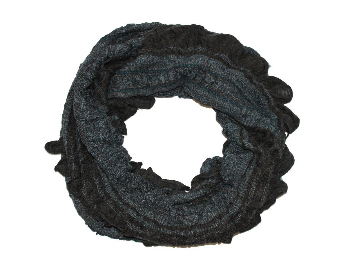 Шарф женский Ethnica, цвет: синий, черный. 258125н. Размер 55 см х 180 см258125нЖенский шарф Ethnica, изготовленный из 100% вискозы, подчеркнет вашу индивидуальность. Благодаря своему составу, он легкий, мягкий и приятный на ощупь. Изделие выполнено в оригинальном дизайне и дополнено кисточками.Такой аксессуар станет стильным дополнением к гардеробу современной женщины.