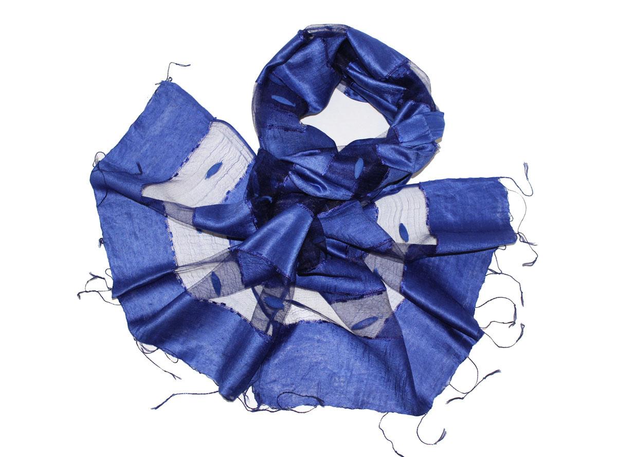 Шарф женский Ethnica, цвет: синий. 515135н. Размер 60 см х 180 см515135нЖенский шарф Ethnica позволит вам создать неповторимый и запоминающийся образ. Изготовленный из высококачественного шелка с использованием натуральных красителей, он очень легкий, мягкий, имеет приятную на ощупь текстуру. Модель оформлена поперечными прозрачными полосками, украшенными декоративными элементами. Изделие по краям дополнено кисточками, скрученными в тонкие жгутики. Такой аксессуар станет стильным дополнением к гардеробу современной женщины, стремящейся всегда оставаться яркой и элегантной.