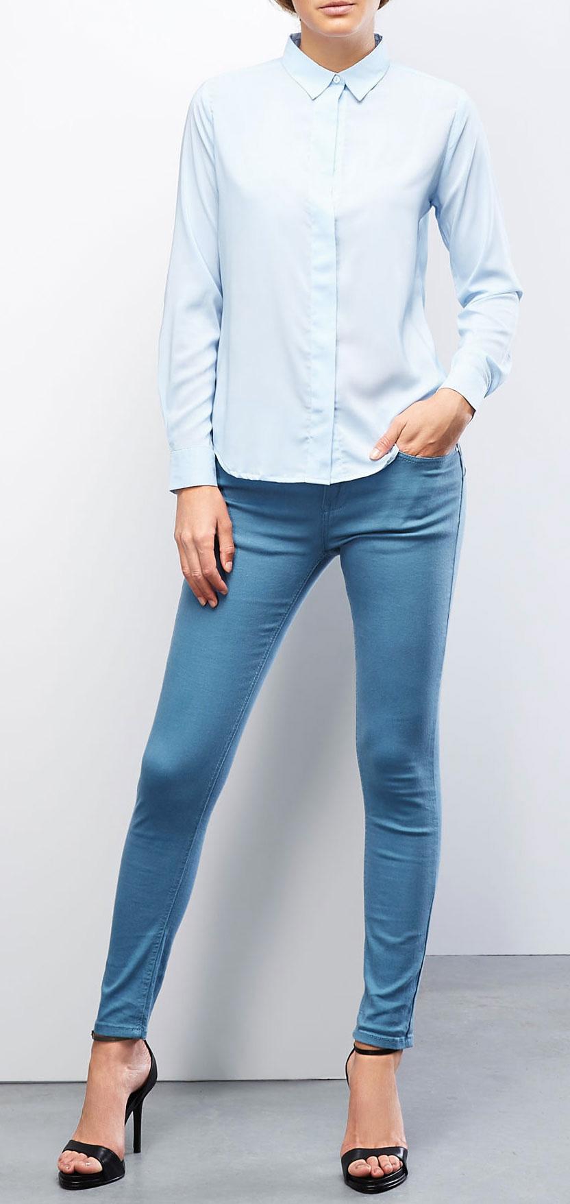 Блузка Moodo, цвет: голубой. Z-KO-1820. Размер S (44)Z-KO-1820_L.BLUEБлузка Moodo, выполненная из полиэстера, отлично подойдет для повседневной носки. Материал очень легкий, мягкий и приятный на ощупь, не сковывает движения и хорошо вентилируется. Блузка слегка приталенного кроя с длинными рукавами и отложным воротником застегивается спереди на пуговицы, скрытые внешней планкой. Спинка изделия удлинена. Манжеты рукавов также застегиваются на пуговицы. Такая модель будет дарить вам комфорт в течение всего дня и станет стильным дополнением к вашему гардеробу