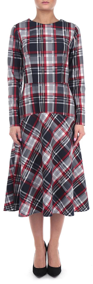 Платье Lautus, цвет: темно-серый, красный. 674. Размер 52674Элегантное платье Lautus выполнено из высококачественного комбинированного материала. Такое платье обеспечит вам комфорт и удобство при носке.Модель с длинными рукавами и круглым вырезом горловины выгодно подчеркнет все достоинства вашей фигуры благодаря приталенному силуэту. Изделие застегивается на потайную молнию на спинке. Платье оформлено стильным принтом в крупную клетку. Изысканное платье-макси создаст обворожительный и неповторимый образ.Это модное и удобное платье станет превосходным дополнением к вашему гардеробу, оно подарит вам удобство и поможет вам подчеркнуть свой вкус и неповторимый стиль.