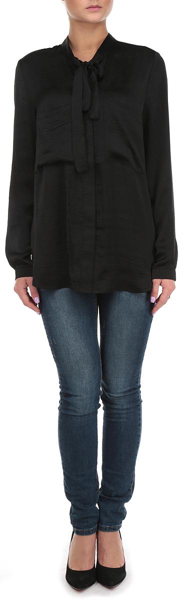 Блузка женская Broadway, цвет: черный. 10153997 999. Размер M (46)10153997 999Стильная удлиненная женская блуза Broadway, выполненная из 100% полиэстера, подчеркнет ваш уникальный стиль и поможет создать оригинальный женственный образ.Блузка с длинными рукавами и воротником-стойкой застегивается на пуговицы спереди. Воротник блузки дополнен завязками, которые можно завязать в красивый декоративный бант. Манжеты рукавов застегиваются на пуговицы, спереди блузка дополнена двумя накладными карманами. Легкая блуза идеально подойдет для жарких летних дней. Такая блузка будет дарить вам комфорт в течение всего дня и послужит замечательным дополнением к вашему гардеробу.