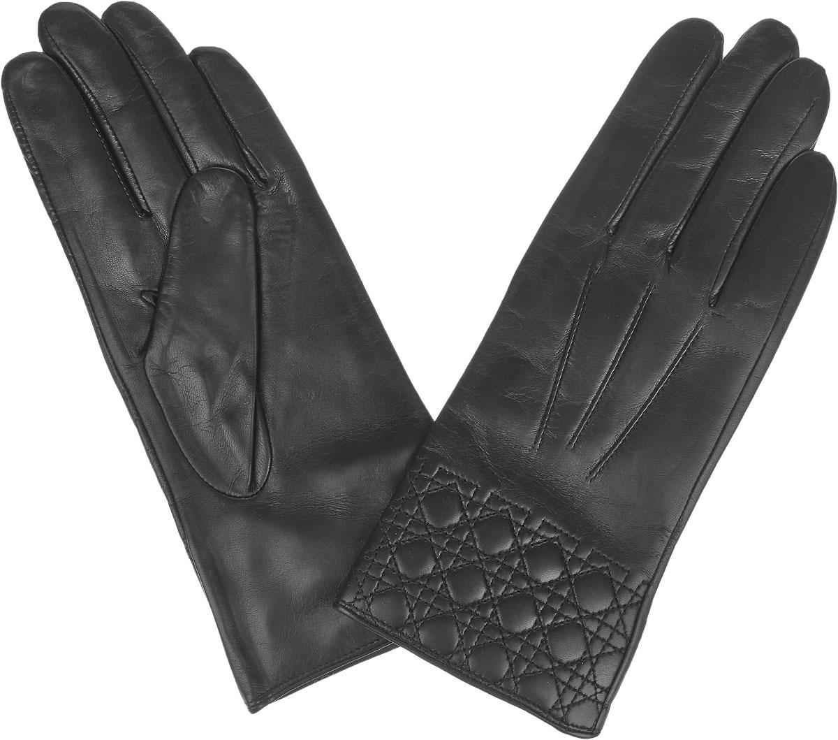 Перчатки женские Fabretti, цвет: черный. 9.72-1. Размер 79.72-1_blackЖенские перчатки Fabretti не только защитят ваши руки от холода, но и станут стильным дополнением вашего образа. Перчатки выполнены из натуральной кожи на подкладке из шерсти с добавлением кашемира. Лицевую сторону изделия украшает декоративная отсрочка.Перчатки Fabrettiстанут завершающим и подчеркивающим элементом вашего стиля.
