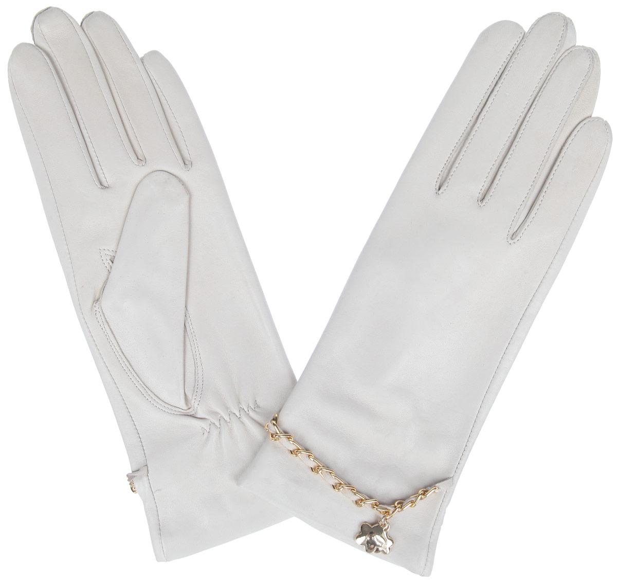 Перчатки женские Eleganzza, цвет: светло-бежевый. HP294. Размер 7,5HP294Стильные женские перчатки Eleganzza не только защитят ваши руки от холода, но и станут великолепным украшением. Перчатки выполнены из натуральной кожи ягненка на шелковой подкладке. На тыльной стороне имеется небольшая сборка резинкой для того, чтобы перчатки лучше сидели. Оформлено изделие цепочкой, переплетенной с кожаным ремешком и украшенной подвеской в виде цветочков.В настоящее время перчатки являются неотъемлемой принадлежностью одежды, вместе с этим аксессуаром вы обретаете женственность и элегантность. Перчатки станут завершающим и подчеркивающим элементом вашего стиля и неповторимости.