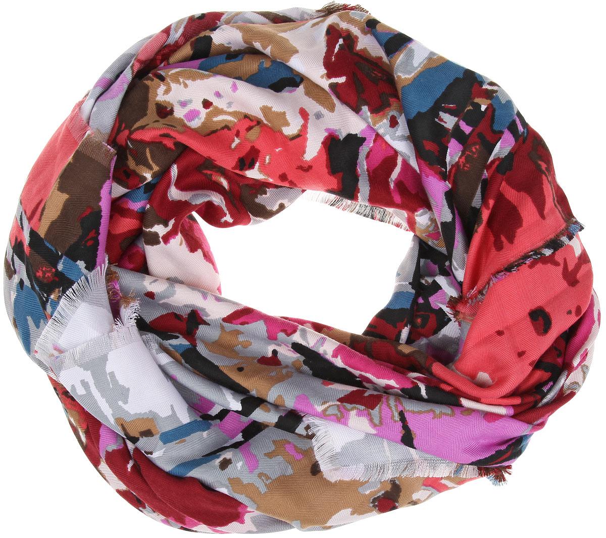 Платок женский Sophie Ramage, цвет: фиолетовый. BH-11527-5. Размер 130 см x 130 смBH-11527-5Платок Sophie Ramage, выполненный из модала с добавлением кашемира, идеально дополнит образ современной женщины. Благодаря своему составу, он удивительно мягкий и очень приятный на ощупь. Модель оформлена ярким принтом, а по краям декорирована бахромой. Классическая квадратная форма позволяет носить платок на шее, украшать им прическу или декорировать сумочку. С этим платком вы всегда будете выглядеть женственной и привлекательной.