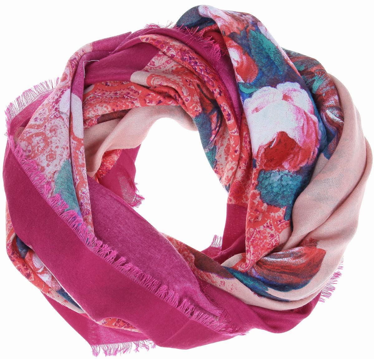 Платок женский Sophie Ramage, цвет: темно-розовый, розовый, зеленый. BH-11524-9. Размер 90 см х 90 смBH-11524-9Платок Sophie Ramage, выполненный из модала с добавлением кашемира, идеально дополнит образ современной женщины. Благодаря своему составу, он удивительно мягкий и очень приятный на ощупь. Модель оформлена ярким цветочным принтом, а по краям декорирована короткой бахромой. Классическая квадратная форма позволяет носить платок на шее, украшать им прическу или декорировать сумочку. С этим платком вы всегда будете выглядеть стильно, ярко и привлекательно.