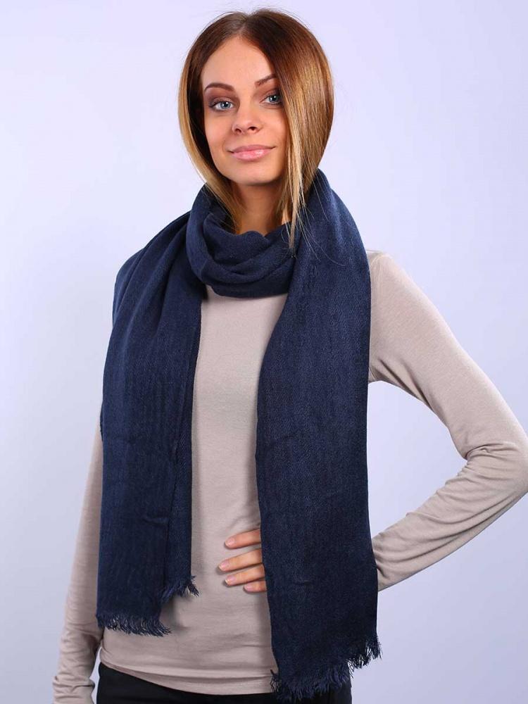Палантин Venera, цвет: темно-синий. 2713601-11. Размер 55 см х 180 см2713601-11Элегантный палантин Venera подчеркнет ваш неповторимый образ. Привлекательный палантин Venera как нельзя будет кстати в холодные сезоны и с повседневной одеждой. Мягкий женский палантин стильного дизайна с приятной текстурой ткани, очень комфортный и уютный.
