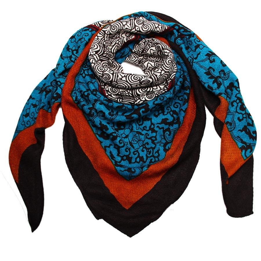 Платок женский Venera, цвет: черный, синий, коричневый. 3000701-1. Размер 130 см х 130 см3000701-1Теплый платок Venera станет отличным завершением вашего образа.Платок, изготовленный из полишерсти, согреет от знойного ветра и холода, а сдержанные цвета и необычная их комбинация придадут вашему образу стильности, поднимут настроение и позволят сочетать платок с одеждой любой цветовой гаммы.Этот модный аксессуар гармонично дополнит образ современной женщины, следящей за своим имиджем и стремящейся всегда оставаться стильной и элегантной. В этом платке вы всегда будете выглядеть женственной и привлекательной.