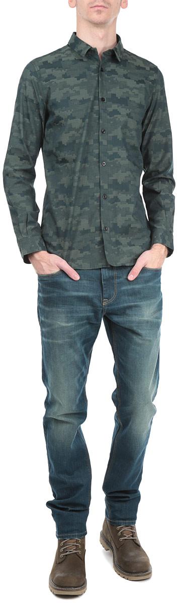 Рубашка мужская Tom Tailor, цвет: темно-зеленый. 2030788.00.15_7629. Размер S (46)2030788.00.15_7629Стильная мужская рубашка Tom Tailor, выполненная из высококачественного хлопкового материала, приятная на ощупь, не сковывает движения, обеспечивая наибольший комфорт. Модель с отложным воротником и длинными рукавами застегивается на пластиковые пуговицы по всей длине. Манжеты изделия дополнены пуговицами, с помощью которых можно регулировать обхват запястья. Эта модная и удобная рубашка послужит замечательным дополнением к вашему гардеробу.