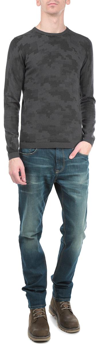 Джемпер мужской Tom Tailor, цвет: темно-серый. 3020275.01.15_2983. Размер XL (52)3020275.01.15_2983Стильный мужской джемпер Tom Tailor, выполненный из высококачественного материала, приятный на ощупь, не сковывает движения, обеспечивая наибольший комфорт. Модель с круглым вырезом горловины и длинными рукавами по левому боковому шву дополнена металлической застежкой-молнией. Низ и манжеты изделия связаны мелкой резинкой, что предотвращает деформацию при носке и препятствует проникновению холодного воздуха. Модель идеально гармонирует с любыми предметами одежды и будет уместна и на отдых, и работу. Этот модный джемпер станет отличным дополнением вашего гардероба.