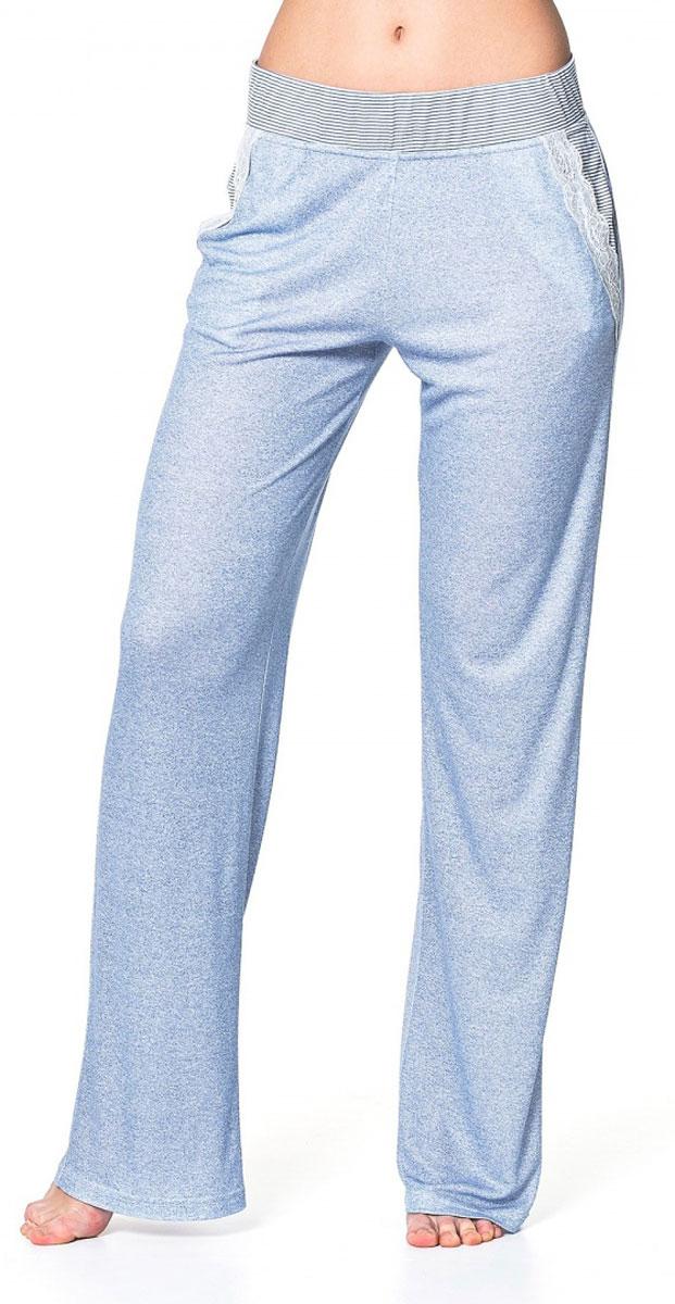 Брюки женский Ardi, цвет: синий, белый. R1550-57. Размер 42 (48)R1550-57Легкие домашние брюки Ardi, выполненные из комбинированного материала, необычайно мягкие и приятные на ощупь, не сковывают движения, обеспечивая наибольший комфорт.Модель прямого кроя дополнена боковыми карманами с отделкой из узкого кружева. По верхнему краю широкий пояс из отделочной ткани в полоску с резинкой внутри. В таких брюках вам будет уютно и комфортно!