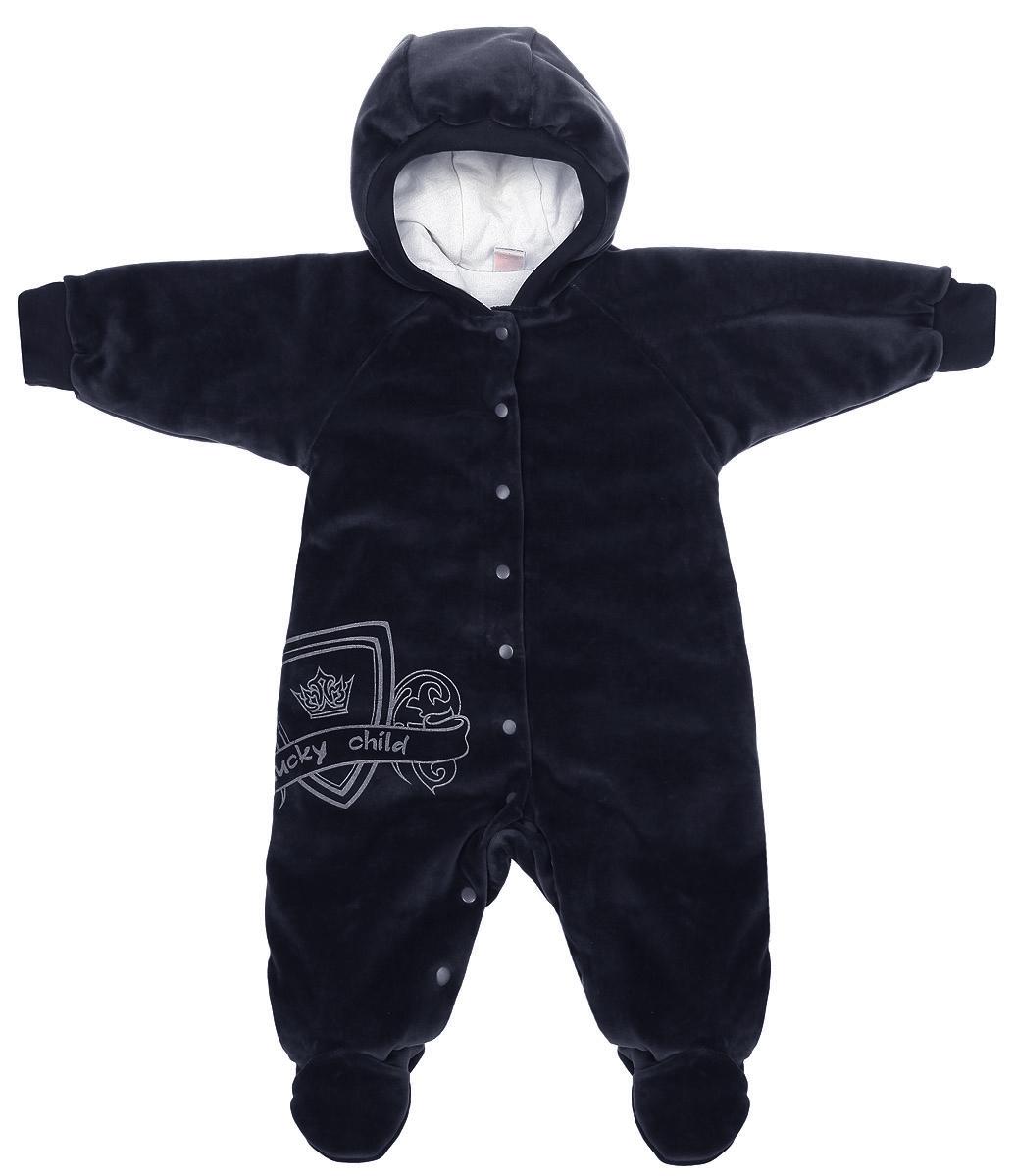 Комбинезон детский Lucky Child, цвет: темно-синий, белый. 5-1. Размер 56/625-1Детский комбинезон Lucky Child - очень удобный и практичный вид одежды для малышей. Комбинезон выполнен из велюра на подкладке из натурального хлопка, благодаря чему он необычайно мягкий и приятный на ощупь, не раздражают нежную кожу ребенка и хорошо вентилируются, а эластичные швы приятны телу младенца и не препятствуют его движениям. В качестве утеплителя используется синтепон. Комбинезон с капюшоном, длинными рукавами-реглан и закрытыми ножками по центру застегивается на металлические застежки-кнопки, также имеются застежки-кнопки на ластовице, что помогает с легкостью переодеть младенца или сменить подгузник. Капюшон по краю дополнен широкой трикотажной резинкой. Рукава понизу дополнены широкими эластичными манжетами, которые мягко обхватывают запястья. Спереди изделие оформлено оригинальным принтом в виде логотипа бренда. С детским комбинезоном Lucky Child спинка и ножки вашего малыша всегда будут в тепле. Комбинезон полностью соответствует особенностям жизни младенца в ранний период, не стесняя и не ограничивая его в движениях!