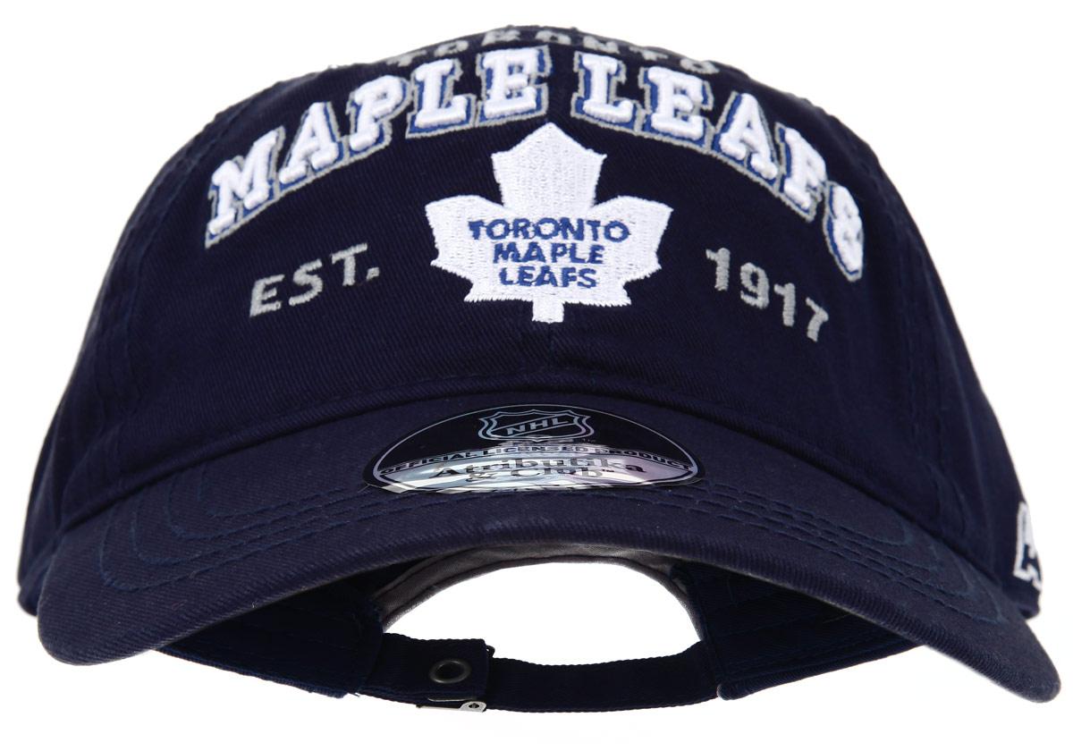 Бейсболка детская NHL Toronto Maple Leafs, цвет: темно-синий. 29039. Размер S/M (52/54)29039Практичная и удобная бейсболка NHL Toronto Maple Leafs, выполненная из высококачественного хлопка, идеально подойдет вашему ребенку для активного отдыха и обеспечит надежную защиту головы от солнца. Бейсболка дополнена широким твердым козырьком и оформлена вышивкой в виде эмблемы профессиональной хоккейной команды Toronto Maple Leafs, а также вышитыми надписями. Кепка имеет перфорацию, обеспечивающую необходимую вентиляцию. Объем изделия регулируется металлическим фиксатором. Такая бейсболка станет отличным аксессуаром для занятий спортом или дополнит повседневный образ вашего ребенка.
