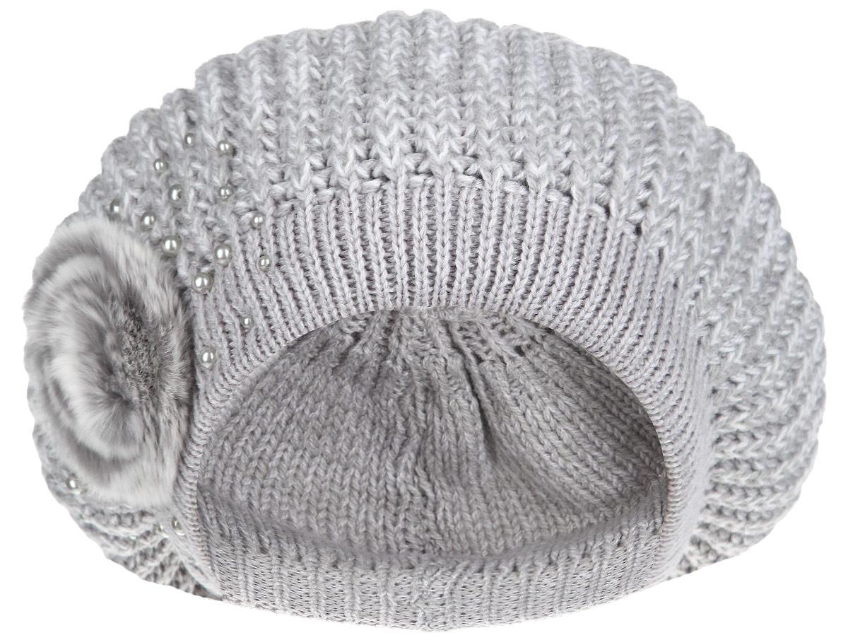 Берет женский Flioraj, цвет: серый, белый. 1-008-531. Размер 581-008_531Женский вязаный берет Flioraj отлично дополнит ваш образ в холодную погоду. Двойная модель выполнена из шерсти с добавлением акрила, она мягкая и приятная на ощупь, идеально прилегает к голове, благодаря вязаной эластичной резинке по краю. Декорирован берет элементом из натурального меха и бусинами. Такой теплый аксессуар надежно защитит от холода, подчеркнет вашу красоту и женственность. Уважаемые клиенты!Размер, доступный для заказа, является обхватом головы.