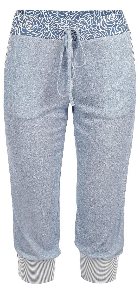 Бриджи женские Ardi, цвет: синий, белый. R1550-56. Размер 38 (44)R1550-56Легкие пижамные бриджи Ardi, выполненные из комбинированного материала, необычайно мягкие и приятные на ощупь, не сковывают движения, обеспечивая наибольший комфорт. Бриджи свободные по ноге, внизу присобраны на широкие манжеты из ткани в полоску. Боковые карманы с отделкой из ткани в полоску.По верхнему краю широкий пояс из материала с цветочным узором. Пояс дополнен резинкой и тонким текстильным шнурком. В таких бриджах вы будете чувствовать себя уютно и комфортно.