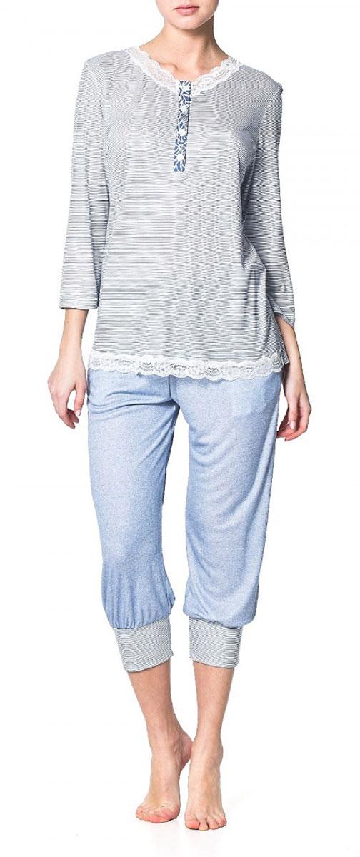 Блузка Ardi, цвет: синий, белый. R1550-41. Размер 44 (50)R1550-41Пижамная блузка Ardi, выполненная из вискозы с модалом, очень мягкая на ощупь и приятная к телу. Модель прямого кроя с круглым воротником и рукавами 3/4 оформлена оригинальным принтом в мелкую полоску. Горловина и низ блузки украшены узкой кружевной тесьмой. Спереди имеется планка из отделочной ткани до уровня груди с петлями и пуговицами.