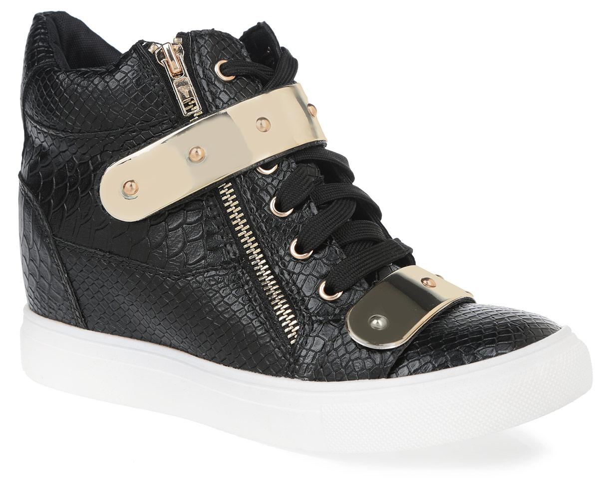 Сникеры женские Burlesque, цвет: черный, золотистый. 6028-3. Размер 396028-3/BLACKОригинальные женские сникерсы Burlesque заинтересуют вас своим дизайном. Модель выполнена из искусственной кожи, оформленной тиснением под рептилию. Верх изделия дополнен шнуровкой и ремешком на застежке-липучке, которые надежно зафиксируют обувь на ноге и отрегулируют объем. С одной из боковых сторон сникерсы украшены функциональной металлической молнией, а с другой - декоративной. Подкладка, изготовленная из текстиля, и стелька - из ЭВА материала с покрытием из искусственной кожи, обеспечат ногам уют. Область подъема и голенище декорированы пластиковыми пластинами. Танкетка умеренной высоты - устойчива. Подошва из полимерного термопластичного материала с рельефным протектором обеспечивает отличное сцепление с любой поверхностью. В этих сникерсах вашим ногам будет комфортно и уютно. Они подчеркнут ваш стиль и индивидуальность.
