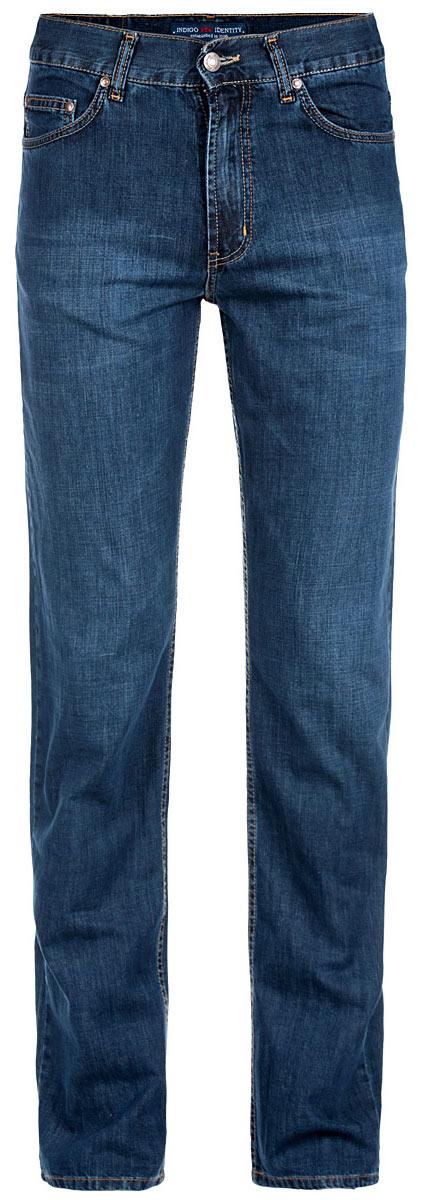 Джинсы мужские F5, цвет: сине-голубой. 0965. Размер 33-34 (48/50-34)0965Стильные мужские джинсы F5 - джинсы высочайшего качества на каждый день, которые прекрасно сидят. Модель прямого кроя и средней посадки изготовлена из высококачественного плотного хлопка. Джинсы не сковывают движения и дарят комфорт. Изделие оформлено контрастной отстрочкой. Застегиваются джинсы на пуговицу в поясе и ширинку на молнии, имеются шлевки для ремня. Спереди модель оформлена двумя втачными карманами и одним небольшим секретным кармашком, а сзади - двумя накладными карманами. Эти модные и в тоже время комфортные джинсы послужат отличным дополнением к вашему гардеробу. В них вы всегда будете чувствовать себя уютно и комфортно.