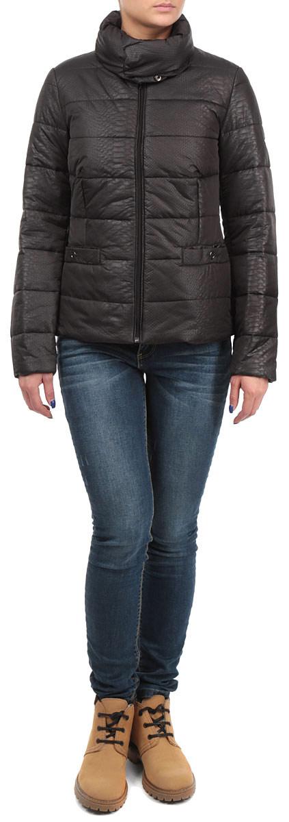 Куртка женская Baon, цвет: черный. B035543_DARK CHOCOLATE. Размер S (44)B035543_DARK CHOCOLATEСтильная женская куртка Baon, выполненная из высококачественных материалов, отлично подойдет для прохладной погоды. Модель приталенного силуэта с высоким воротником-стойкой и длинными рукавами застегивается на застежку-молнию, воротник - на металлические кнопки. Воротник при желании можно отстегнуть. Спереди модель дополнена двумя прорезными карманами на кнопках.Эта модная куртка послужит отличным дополнением к вашему гардеробу.