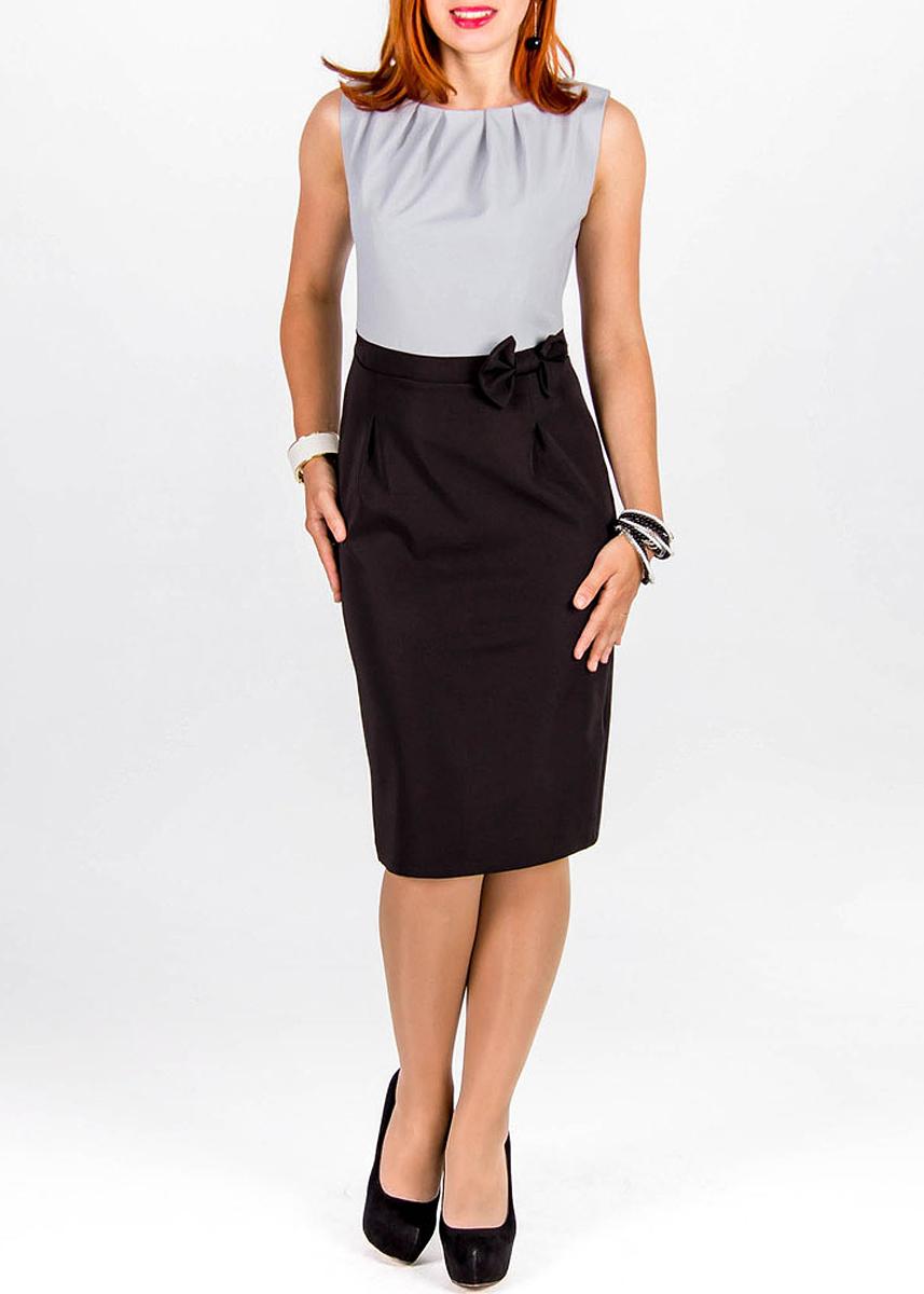 Платье Lautus, цвет: черный, серо-голубой. 189. Размер 50189Очаровательное платье Lautus из высококачественного, приятного на ощупь, материала. Горловина отделана складками. Талия подчеркнута вшитым текстильным ремешком, на котором присутствует съемный бант. На спинке по среднему шву вшита потайная молния, по подолу есть небольшой разрез для удобства при ходьбе. Идеальный вариант для создания эффектного образа.