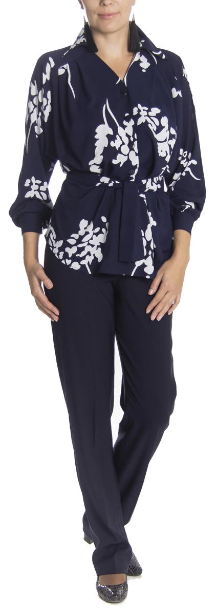 Блузка женская Lautus, цвет: синий, белый. б0343. Размер 50б0343Великолепная женская блузка Lautus, изготовленная из полупрозрачного полиэстера с добавлением эластана, не сковывает движения, обеспечивая наибольший комфорт. Блузка свободного кроя с длинными рукавами-реглан и отложным воротничком спереди застегивается на пластиковые пуговицы по всей длине. Горловина с V-образным вырезом. Края рукавов снабжены манжетами на пуговицах. Оформлена блузка растительным принтом. В комплект входит пояс, который также можно использовать в качестве банта для украшения ворота.Модную блузку Lautus вы сможете комбинировать с любыми элементами гардероба и будете чувствовать себя в ней уютно и комфортно.