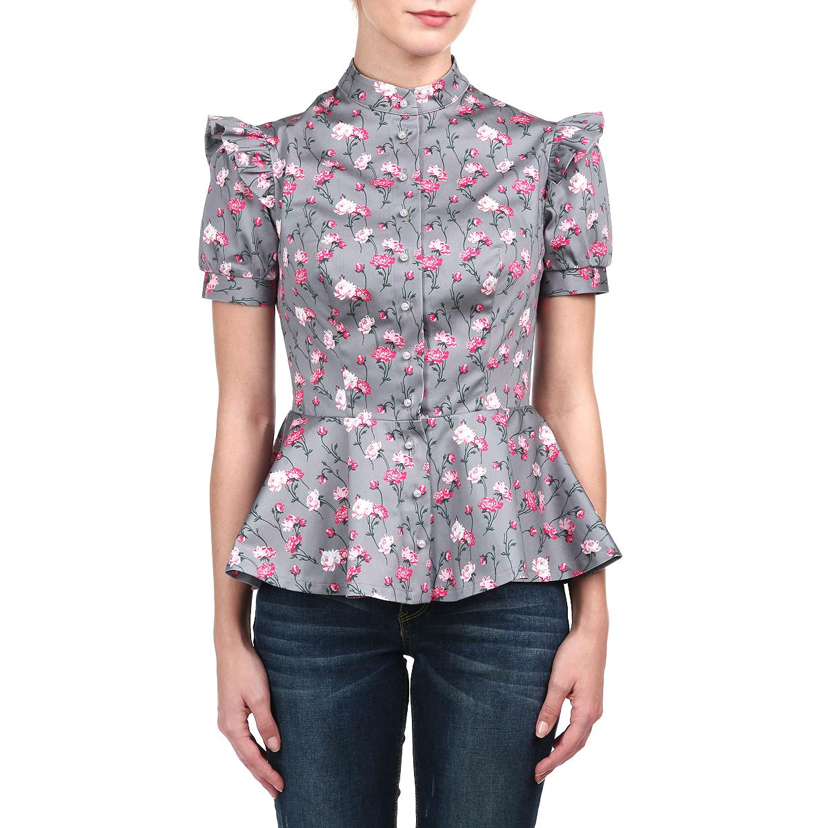 Блуза женская Анна Чапман, цвет: серый. M75K-22. Размер 52M75K-22Элегантная блуза АннаЧапман изготовлена из высококачественного хлопка с добавлением эластана. Блузка оформлена ярким принтом в виде роз. Этот орнамент символизирует дерево жизни и олицетворяет источник человеческого счастья. Баска великолепно подчеркивает талию. Модель украшает изящная отделка: пуговицы-жемчужинки, оборки на коротких рукавах-фонариках, воротник-стойка. Блуза Анна Чапман идеальный вариант для создания эффектного образа.
