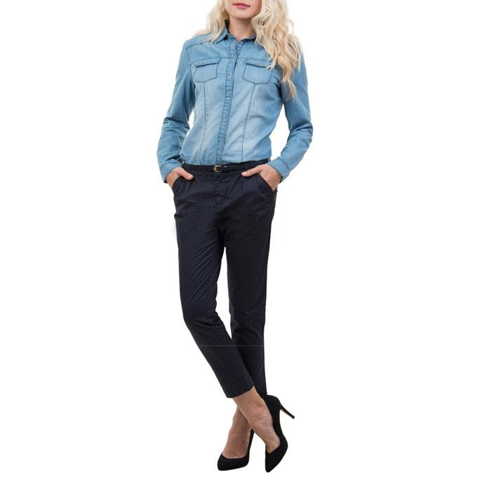 Брюки женские Sela, цвет: темно-синий. P-115/061-5122. Размер 46P-115/061-5122Стильные женские брюки Sela с принтом в горошек созданы специально для того, чтобы подчеркивать достоинства вашей фигуры. Модель зауженного к низу кроя и с низкой посадкой станет отличным дополнением к вашему современному образу. Застегиваются брюки на два крючка в поясе и ширинку на застежке-молнии, имеются шлевки для ремня и тонкий ремешок в комплекте. Спереди модель оформлена двумя втачными карманами-обманкамb, а сзади - имитацией прорезных кармашков.Эти модные и в тоже время комфортные брюки послужат отличным дополнением к вашему гардеробу. В них вы всегда будете чувствовать себя уютно и комфортно.