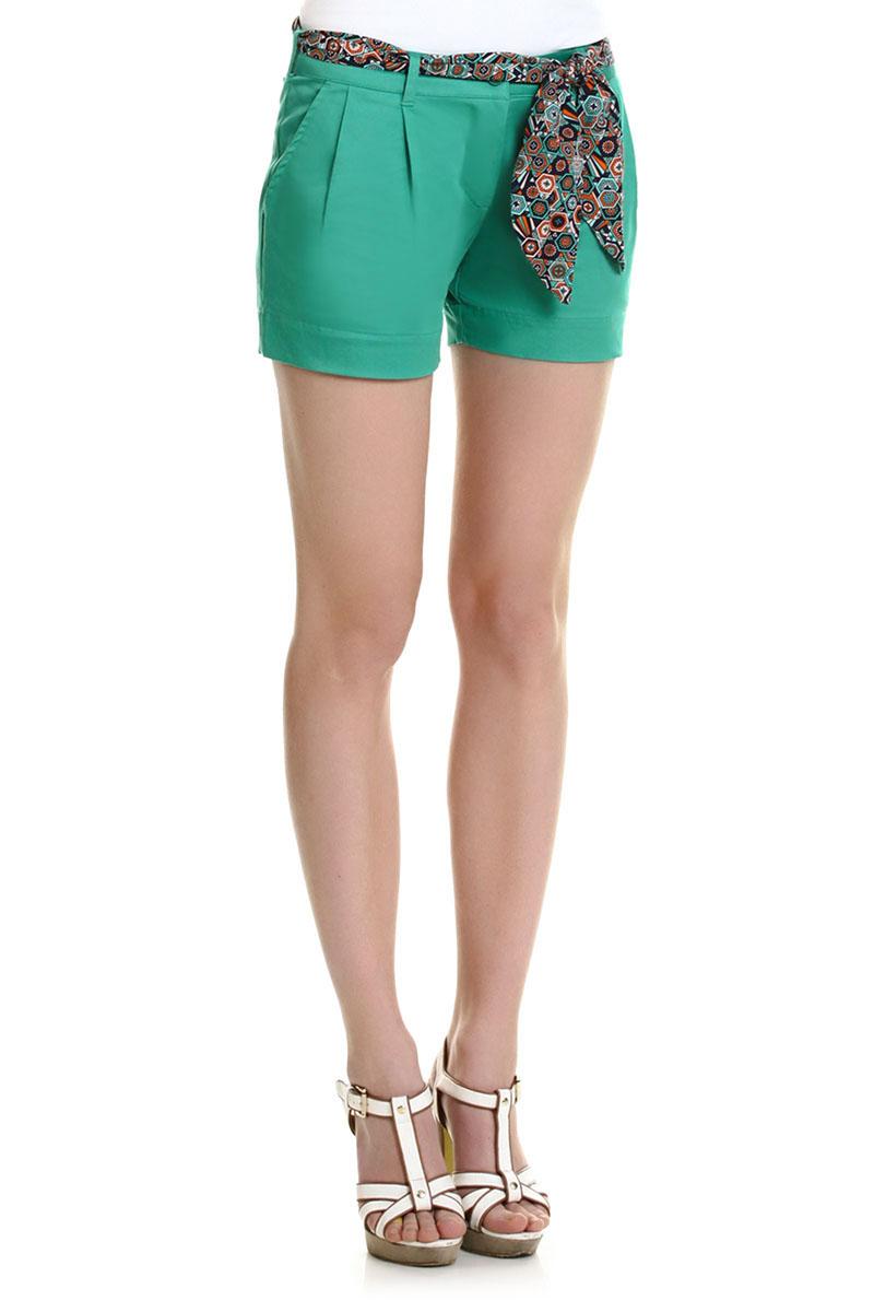 Шорты женские Baon, цвет: зеленый. B325408_MINT LEAF. Размер L (48)B325408_MINT LEAFЛетние шорты Baon выполнены из хлопка с добавлением эластана, они пропускают воздух, позволяя коже дышать и обладают высокой гигроскопичностью. Модель с ширинкой на застежке-молнии застегивается на пуговицу. Шорты дополнены двумя прорезными карманами спереди. На поясе имеются шлевки для ремня. В комплект входит пояс для шорт, оформленный красочным геометрическим принтом. Стильные шорты - незаменимая вещь в летнем гардеробе каждой современной девушки.