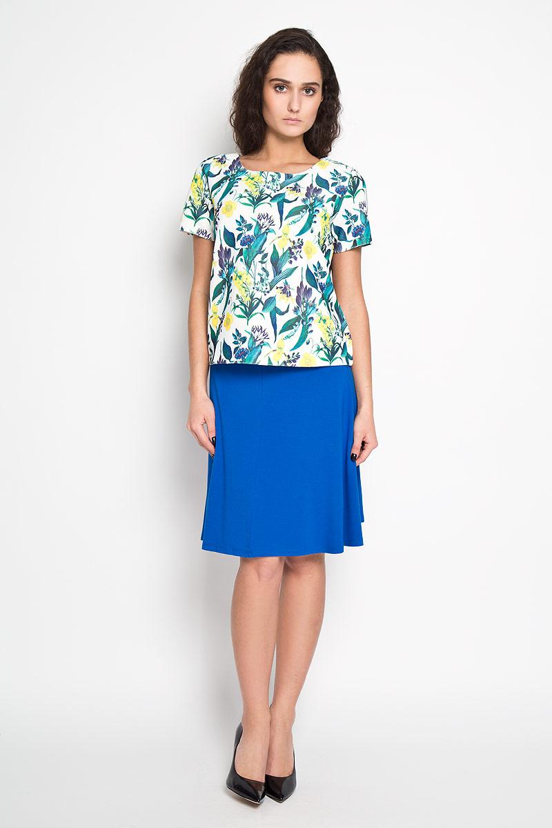 Блузка женская Sela, цвет: молочный, зеленый. Tws-112/920-6110. Размер 46Tws-112/920-6110Стильная женская блуза Sela, выполненная из эластичного полиэстера, подчеркнет ваш уникальный стиль и поможет создать оригинальный женственный образ.Блузка с короткими рукавами и круглым вырезом горловины застегивается на застежку-молнию на спинке. Модель оформлена красочным принтом с изображением тропических цветов. Такая блузка идеально подойдет для жарких летних дней. Такая блузка будет дарить вам комфорт в течение всего дня и послужит замечательным дополнением к вашему гардеробу.
