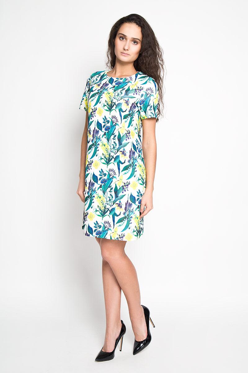 Платье Sela, цвет: молочный. Ds-117/812-6110. Размер 44Ds-117/812-6110Элегантное платье Sela выполнено из высококачественного эластичного полиэстера. Такое платье обеспечит вам комфорт и удобство при носке.Модель с короткими рукавами и круглым вырезом горловины выгодно подчеркнет все достоинства вашей фигуры благодаря слегка приталенному силуэту. Платье застегивается на застежку-молнию сзади. Изделие украшено красочным цветочным принтом. Изысканное платье-миди создаст обворожительный и неповторимый образ.Это модное и удобное платье станет превосходным дополнением к вашему гардеробу, оно подарит вам удобство и поможет вам подчеркнуть свой вкус и неповторимый стиль.
