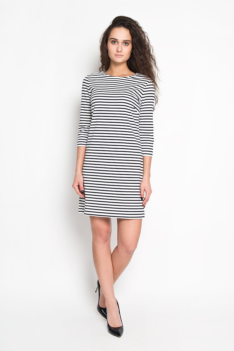 Платье Sela, цвет: белый, черный. Dks-117/813-6121. Размер L (48)Dks-117/813-6121Элегантное платье Sela выполнено из высококачественного комбинированного материала. Такое платье обеспечит вам комфорт и удобство при носке.Модель с рукавами 3/4 и круглым вырезом горловины выгодно подчеркнет все достоинства вашей фигуры благодаря приталенному силуэту. Платье застегивается на застежку-молнию сзади. Изделие декорировано принтом в полоску. Изысканное платье-миди создаст обворожительный и неповторимый образ.Это модное и удобное платье станет превосходным дополнением к вашему гардеробу, оно подарит вам удобство и поможет вам подчеркнуть свой вкус и неповторимый стиль.