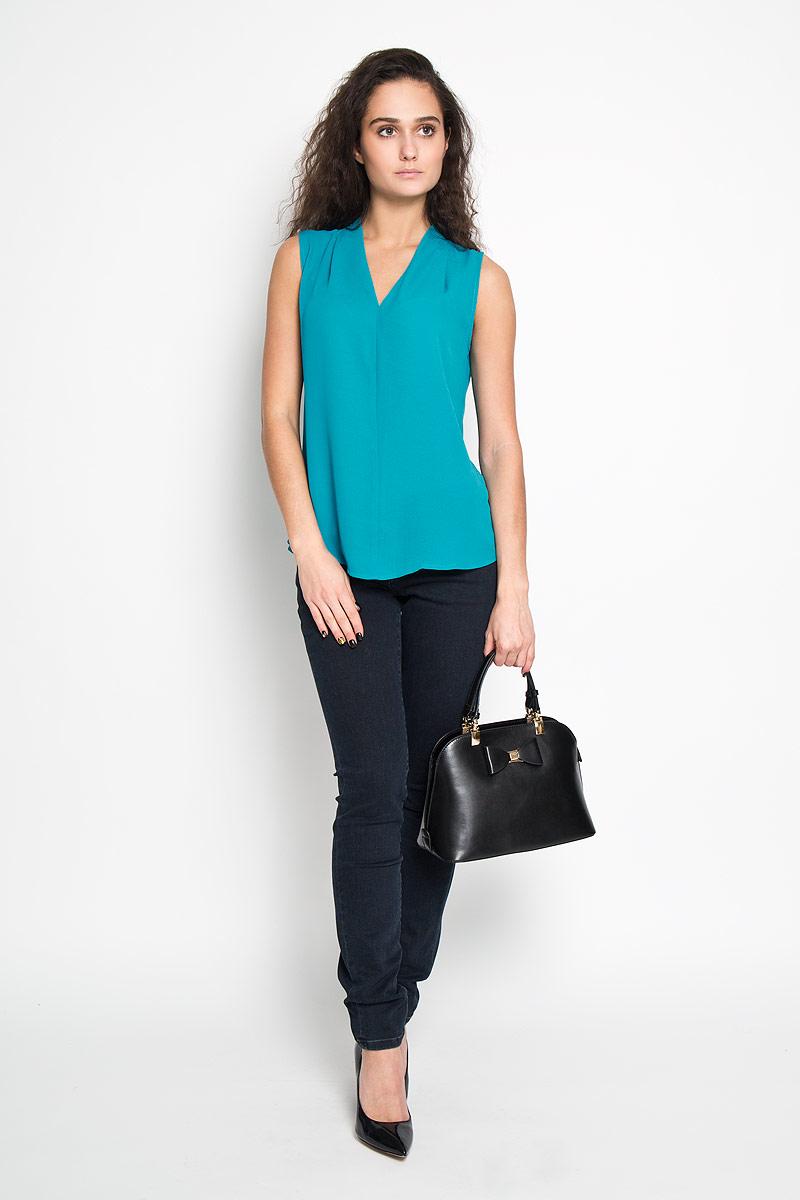 Блузка женская Sela, цвет: бирюзовый. Twsl-112/707-6171. Размер 44Twsl-112/707-6171Стильная женская блуза Sela, выполненная из 100% полиэстера, подчеркнет ваш уникальный стиль и поможет создать оригинальный женственный образ.Блузка без рукавов, с V-образным вырезом горловины дополнена элегантными складками у горловины. Такая блузка идеально подойдет для жарких летних дней. Такая блузка будет дарить вам комфорт в течение всего дня и послужит замечательным дополнением к вашему гардеробу.