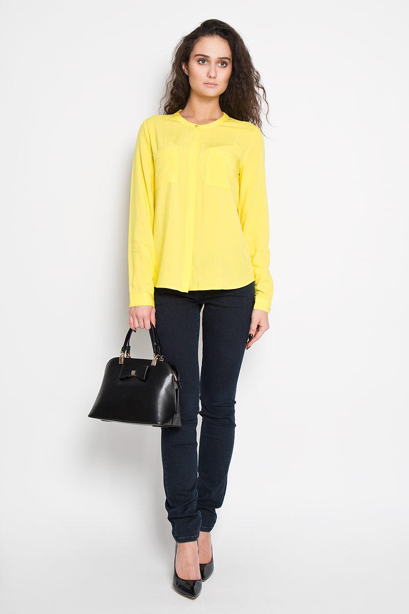 Блузка женская Sela, цвет: ярко-желтый. B-112/700-6110. Размер 48B-112/700-6110Стильная женская блуза Sela, выполненная из 100% вискозы, подчеркнет ваш уникальный стиль и поможет создать оригинальный женственный образ.Блузка с длинными рукавами и круглым вырезом горловины застегивается на пуговицы спереди. Манжеты рукавов также застегиваются на пуговицы. Модель оснащена двумя нагрудными карманами. Такая блузка идеально подойдет для жарких летних дней. Такая блузка будет дарить вам комфорт в течение всего дня и послужит замечательным дополнением к вашему гардеробу.