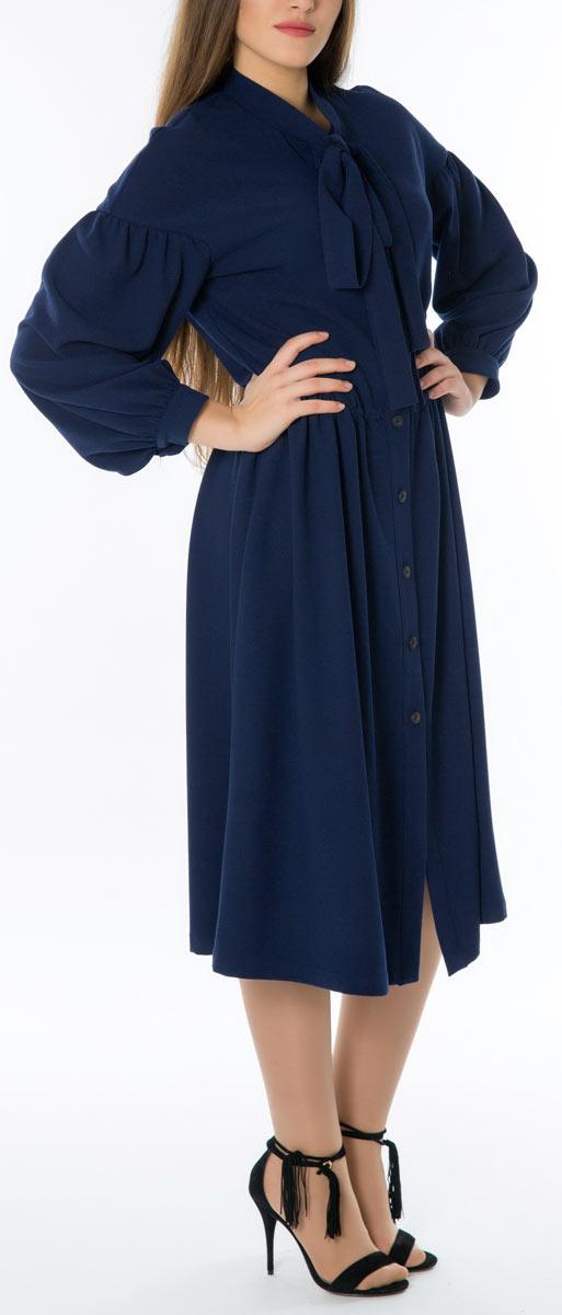 Платье Lautus, цвет: темно-синий. 667. Размер 52667Стильное женское платье Lautus, выполненное из высококачественных материалов, идеально впишется в ваш гардероб. Модель с изящным воротником и длинными рукавами застегивается на пуговицы по всей длине. Оригинальный крой изделия подчеркнет достоинства вашей фигуры.. Манжеты рукавов модели дополнены клястиками на пуговицах. Это яркое платье с оригинальным принтом станет отличным дополнением к вашему гардеробу.