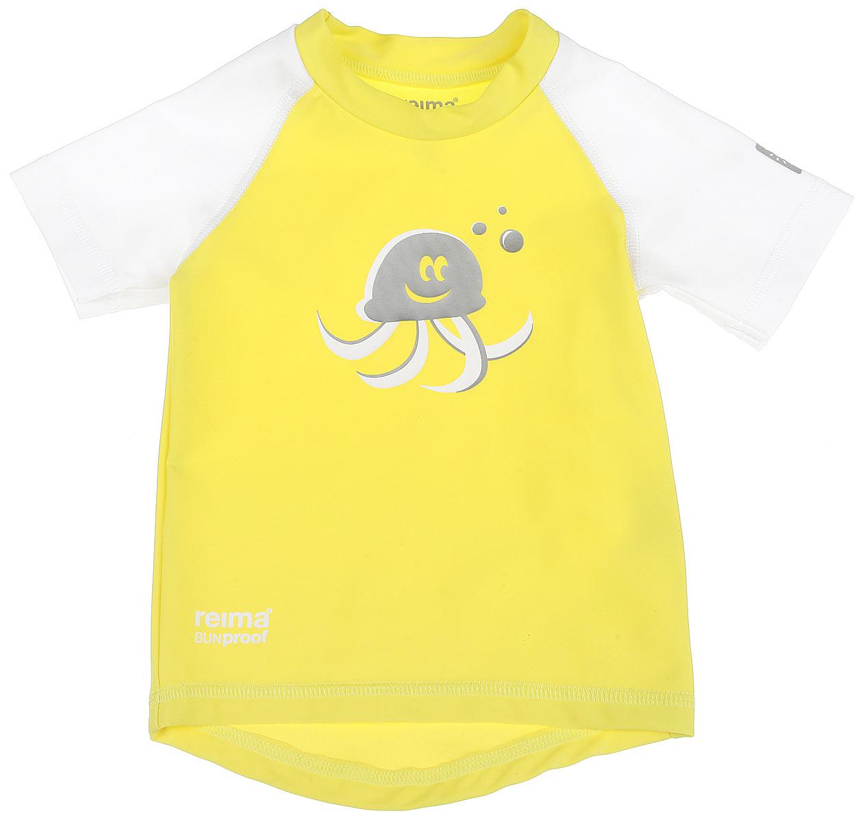 Футболка детская Reima T-Shirt, цвет: лимонный, белый. 581021-2310. Размер 62581021_2310Детская футболка Reima T-Shirt изготовлена из высококачественного быстросохнущего материала SunProof с УФ-фактором защиты 50+, который обеспечивает великолепную защиту нежной коже. Футболка предназначена для игр на солнце и в воде.Футболка с короткими рукавами-реглан и круглым вырезом горловины оформлена термоаппликацией с изображением осьминога. Спинка модели удлинена, что обеспечивает защиту, как в воде, так и на песке. Такая футболка, несомненно, понравится вашему ребенку и послужит отличным дополнением к детскому гардеробу!